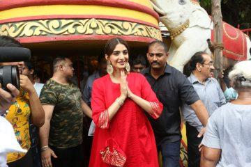 अभिनेत्री सोनम कपूर shani bhagwan darsham