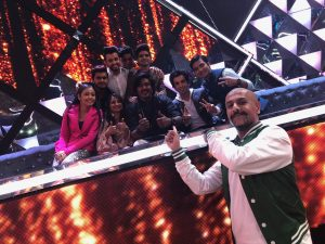 Flautist Paras Nath with Music Composer Vishal Dadlani and Indian Idol Contestants